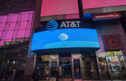 AT&T CONSIDERS SELLING MINORITY STAKES OF ITS PAY-TV OPERATIONS