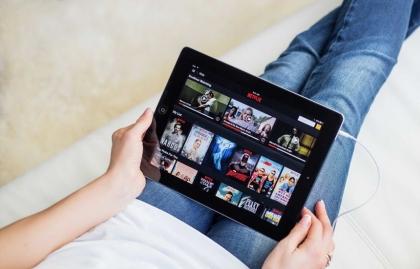 EL 64% DE LOS JÓVENES ESPAÑOLES PREFIERE EL STREAMING A LA TV LINEAL